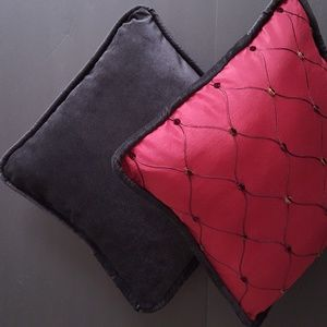 THE ROYAL-3 set ACCENT PILLOWS  16 each -BRAND NEW